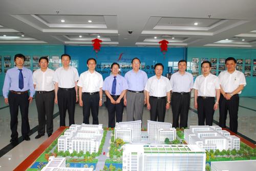 中共中央政治局委员、上海市市委书记俞正声等参观天瑞仪器.JPG